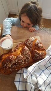 sweet bread tsoureki