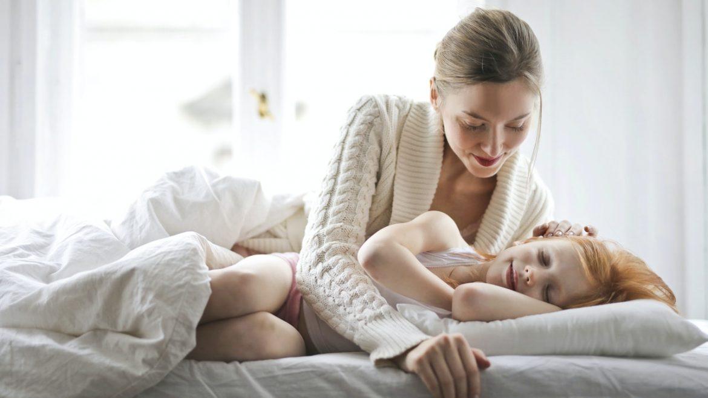 Patul parintilor, copil mutat in patul lui
